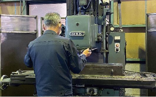 小ロットから量産まで、また小物 から大物と多種多様な製品を加工